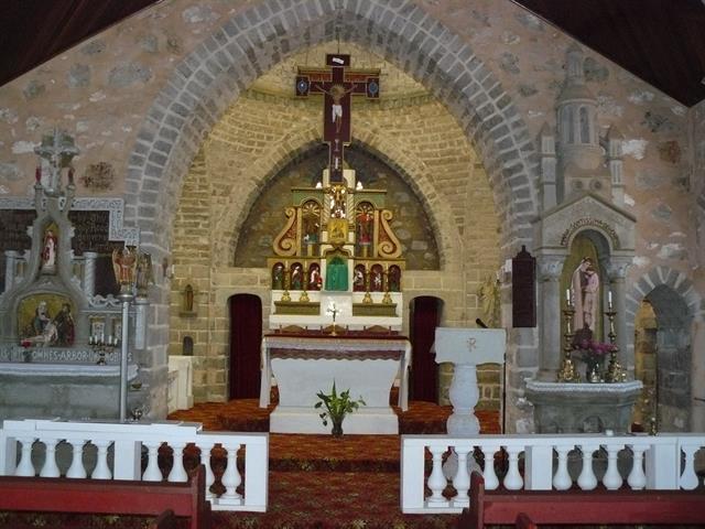 Interior view to altar2